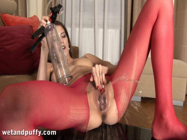 Silvie - Crazy Pee Masturbate! (FullHD 1080p)