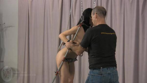 Bondage Girl in Studio! (Nakedgord.com) [HD, 720p]