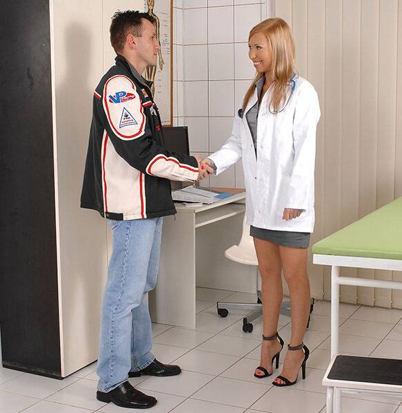 FuckinHD.com - �Jessy Brown - The Doctor Kneels [HD 720p]