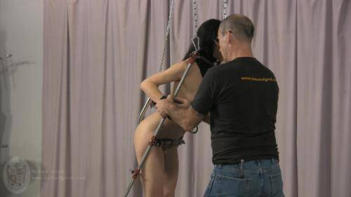 Bondage Girl in Studio! [HD, 720p] [Nakedgord.com] - BDSM