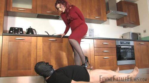 Mistress in Red - Cheapskate Trample [HD, 720p] [FFF] - Femdom