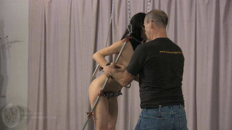 Nakedgord.com: Bondage Girl in Studio! [HD] (197 MB)