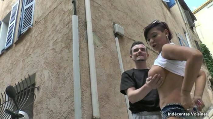 Indecentes - Caro, 46 ans, aime montrer ses gros seins aux petits jeunes ! (French) [SD, 360p]