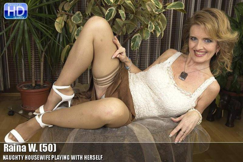 Raina W. (50) [SD] - Mature.nl