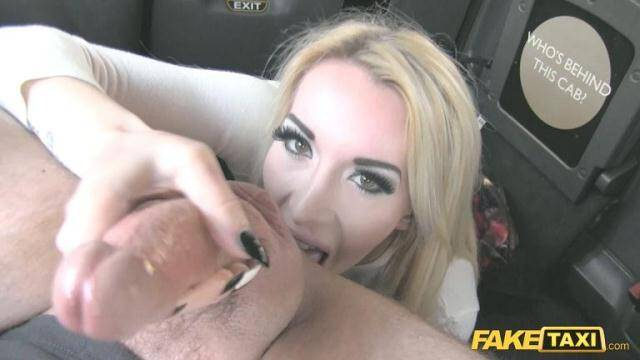 Sex in Taxi - Valerie Fox - Escort Needs Cock After Close Call - E298 [SD, 368p]