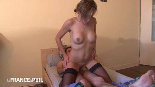 LaFRANCEaPoil.com/NudeInFRANCE.com [Horny pervert sniffs room mates panties while she showers - TEEN] HD, 720p)