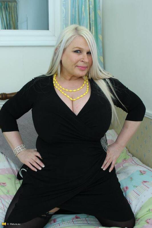 Mature.nl/Mature.eu - Sammy (EU) (46) - BBW, Solo! (Old Women) [SD, 540p]