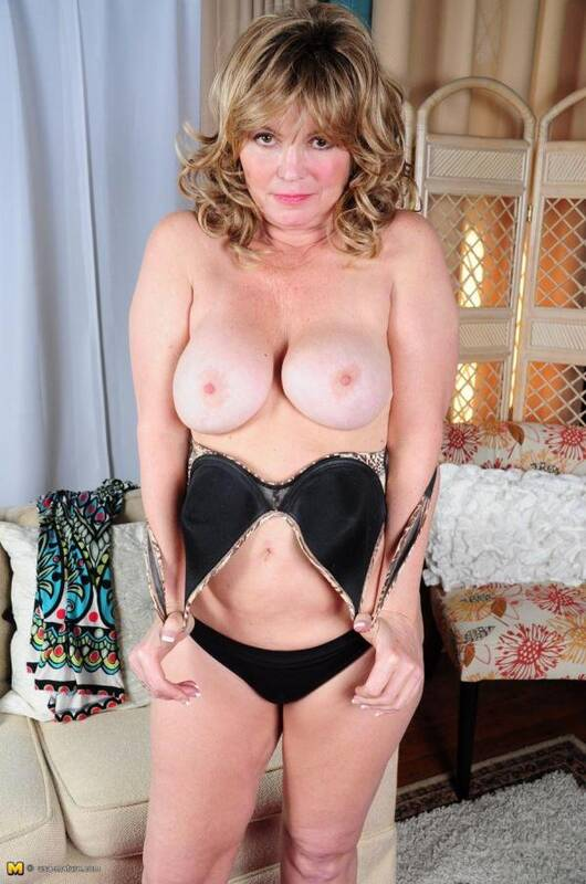 Isabelle O. (51) - Solo (Mature.nl/usa-mature.com) [SD, 540p]