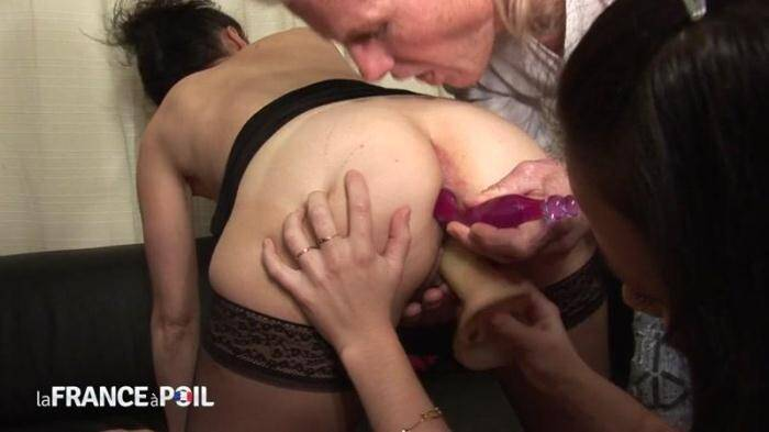 LaFRANCEaPoil.com/NudeInFRANCE.com - FFM Fist fucking initiation of a Busty unshaved mature brunette shared by her husband (French) [HD, 720p]