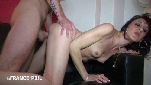 LaFRANCEaPoil.com/NudeInFRANCE.com [25 years old and sodomized at her first porn casting] HD, 720p)
