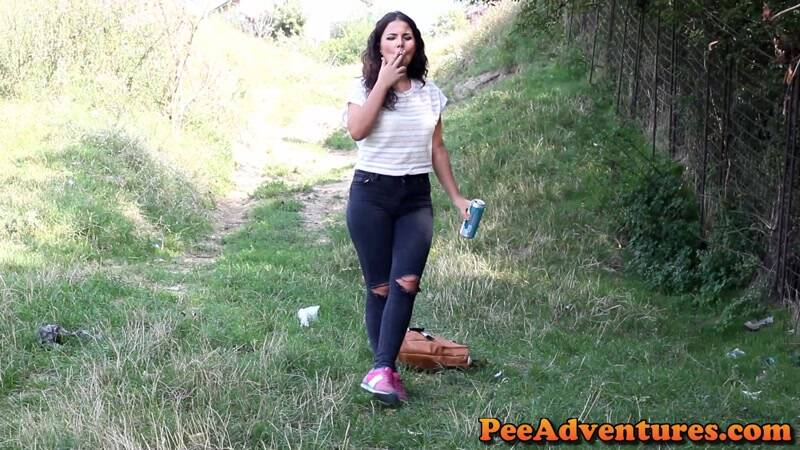 PeeAdventures.com: Drinking and smoking [FullHD] (86.5 MB)