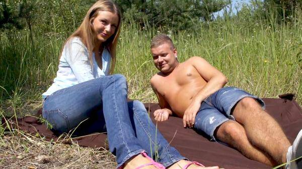 Nikola - Nothing turns her on more than having sex outdoors (AmateursFromBohemia.com) [FullHD, 1080p]