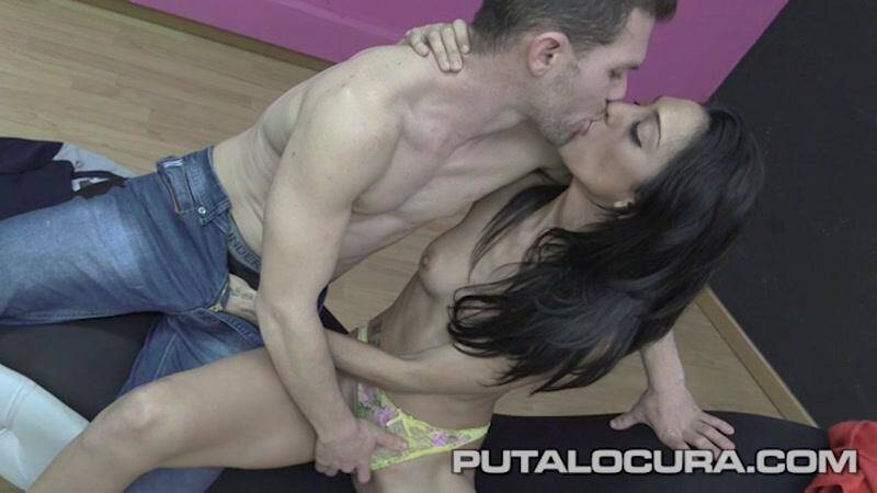 Spanish Porn: Sindy y Denis - La parejita exhibicionista [SD] (636 MB)