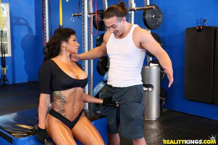Milf - Xo Rivera - Sex gains in gym (Big Tits) [SD, 432p]