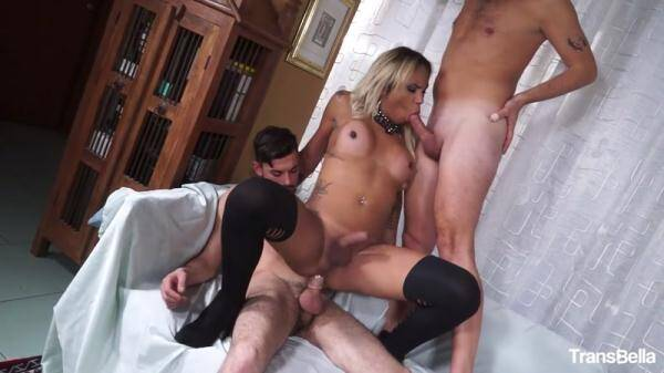 Blonde tranny Haycka Montoanelly gets her asshole licked in a threesome (TransBella.com) [HD, 720p]