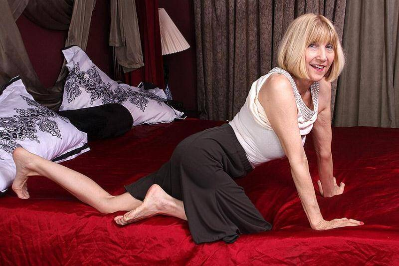 Ballsy Ryder (60) - American mature lady fingering herself [SD] - Mature.nl, usa-mature