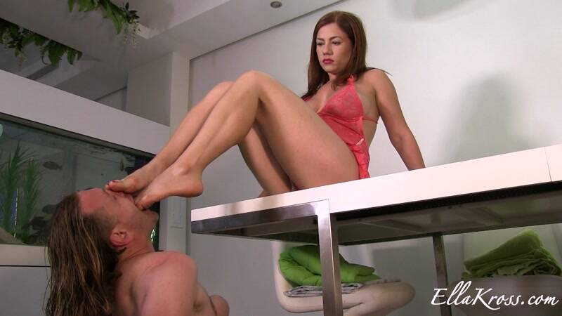 Ellakross.com: Obedient Slave Worships My Feet Without Needing Commands! [FullHD] (338 MB)