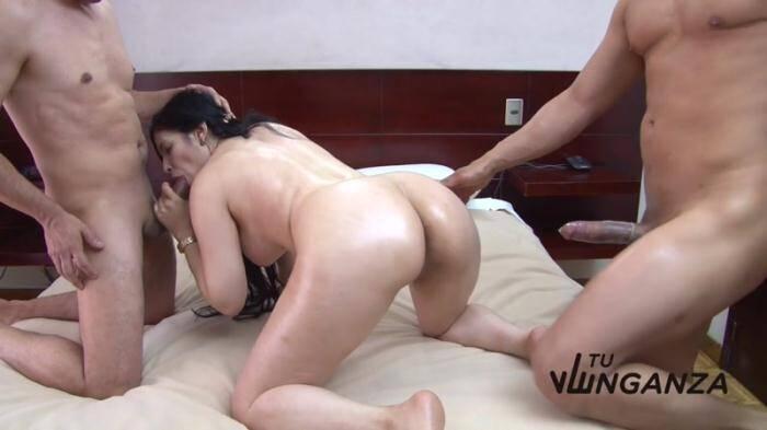 TuVenganza: Two guys fucking Latina slut Maria Lopez in bed (HD/720p/727 MB) 13.03.2016