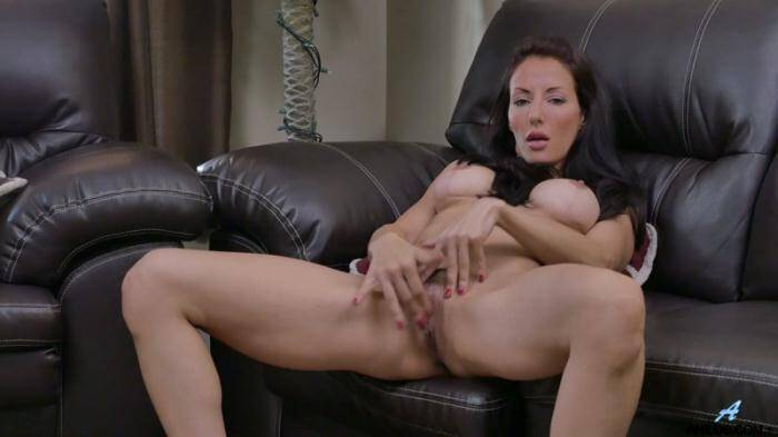 Olivia Bell Dark Haired Babe [Anilos] 1080p