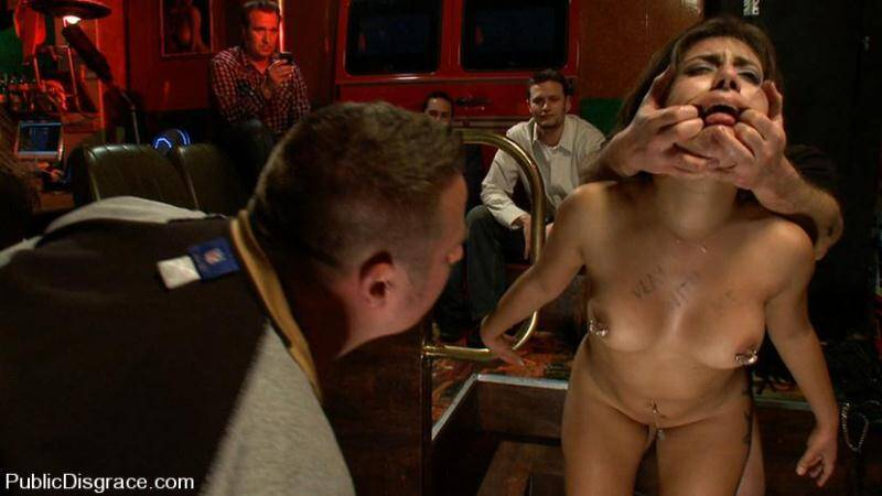 PublicDisgrace.com: John Strong and Jynx Maze - Public orgy sex in a Public Bar [HD] (882 MB)
