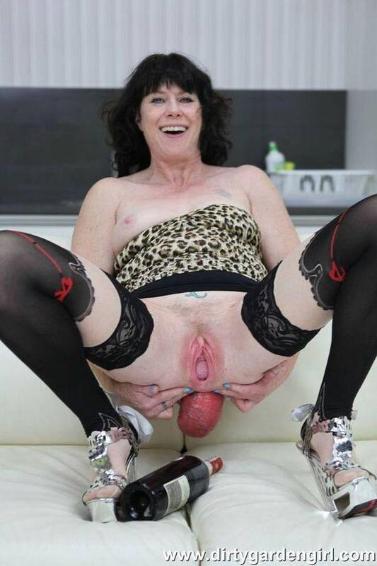 Fuck prolapsed ass with wine bottle - DirtyGardenGirl.com (HD, 720p) [Fisting, Anal, Prolapse, Milf, Anal Fisting]