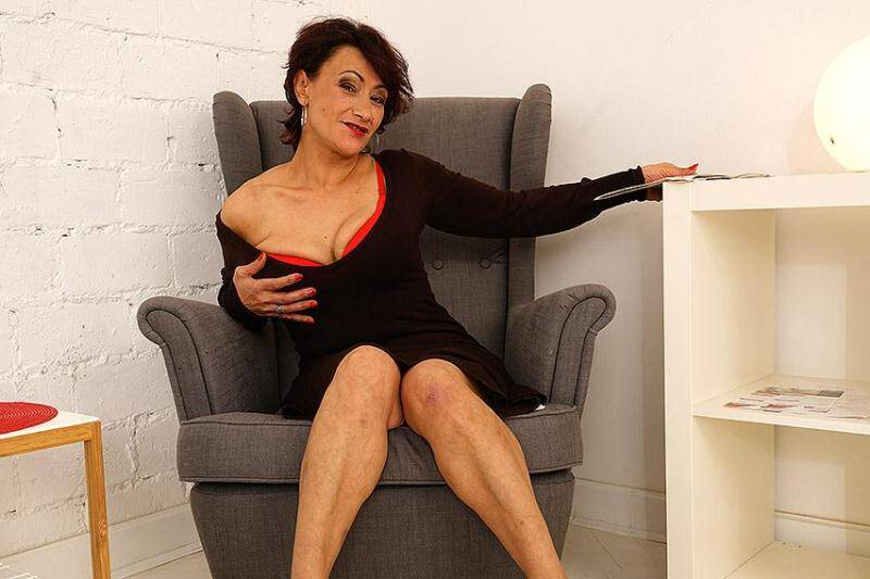Anica C. (44) - Hairy housewife playing with herself [SD] - Mature.nl, Mature.eu