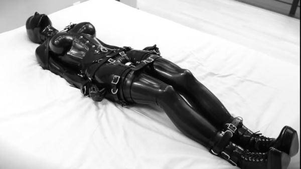 Breath restriction while chained to the bed in latex