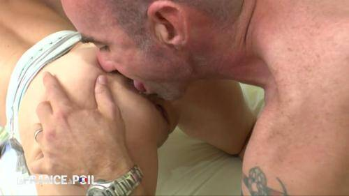 LaFRANCEaPoil.com/NudeInFRANCE.com [Amelie, horny milf, gangbanged and double teamed] HD, 720p)