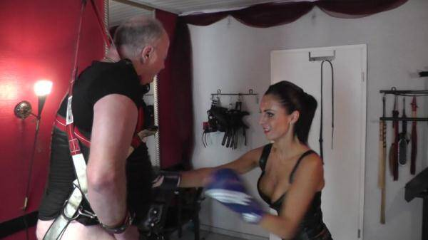 Clips4sale.com: Goddess Milana - Boxworkout With Sissy (01.03.2016/FullHD)