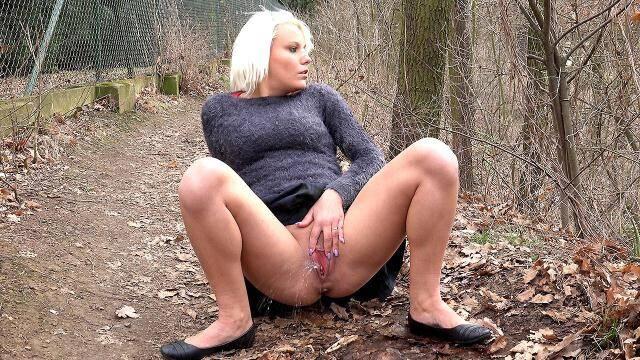 G2P - Blonde woodland babe [FullHD, 1080p]