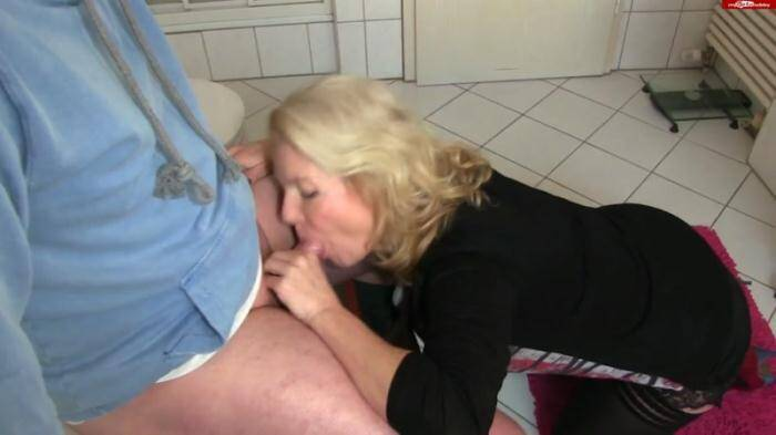 Сrazy Dirty Sex - Kissi - Besten Freund beim Wixxen erwischt (Amateur) [FullHD, 1080p]