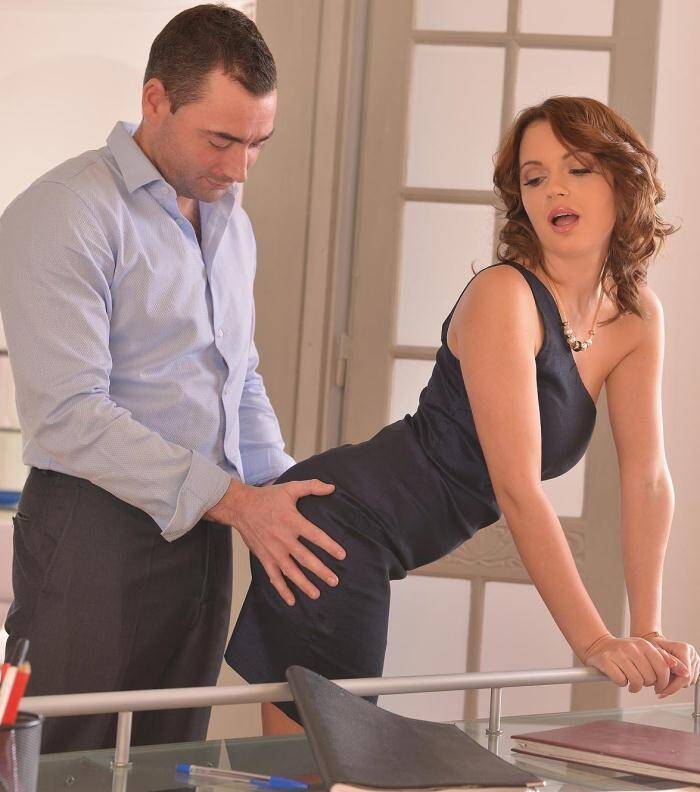 Hands Hardcore - Emily Thorne - Lusty Lunch Break - Russian Redhead Gets Her Anus Penetrated [FullHD 1080p]