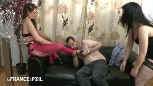 LaFRANCEaPoil.com/NudeInFRANCE.com [Two hotties bang a fan of submission with strapon-dildos - MILF] HD, 720p)
