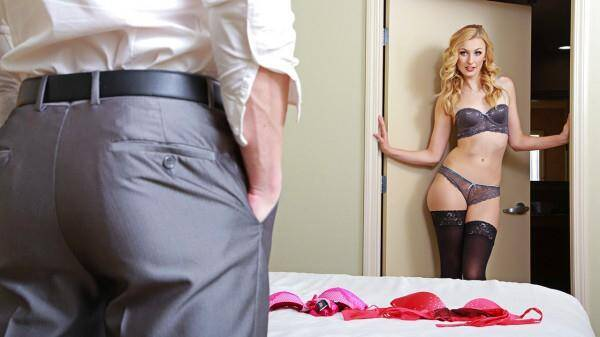 TonightsGirlfriend.com: Hot Blonde Milf Alexa Grace [SD] (853 MB)