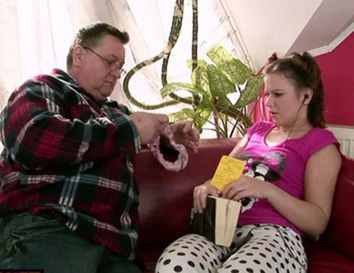AmateurStatenude - Foxi - Dad and little daughter [2016 HD]