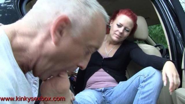 Femdomuncut, Kinkysexbox - Lady Anna Solis and Princess Rachel clean Annas feet loser [FullHD, 1080p]