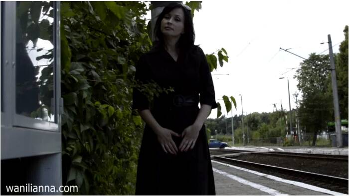Wanilianna: Wanilianna  - Train station fetish madness  [HD 720 299 MB]