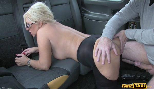 Massage therapist works her magic [Sex in Car] 368p