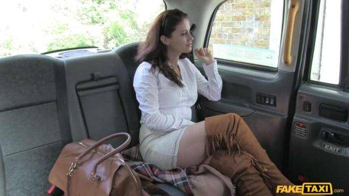 Madlin - Hot minx returns for rough anal [Sex in Car] 480p