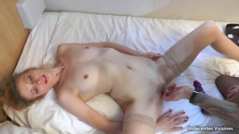 Jacquie Et Michel TV, Indecentes Voisines - Anais, 18 ans, dressee par sa copine Eva! - French Porn! [SD]