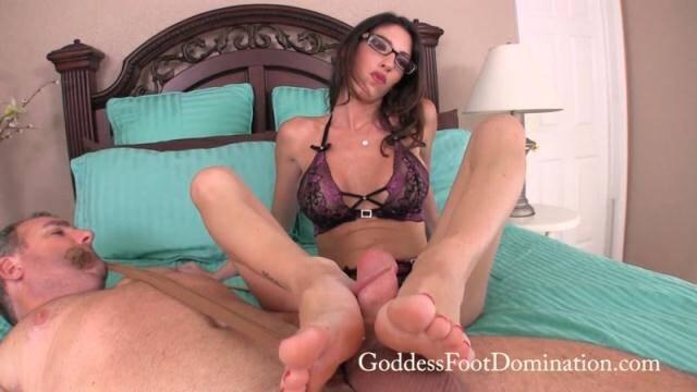 GoddessFootDomination - Goddess Dava - Does He Measure Up [FullHD, 1080p]