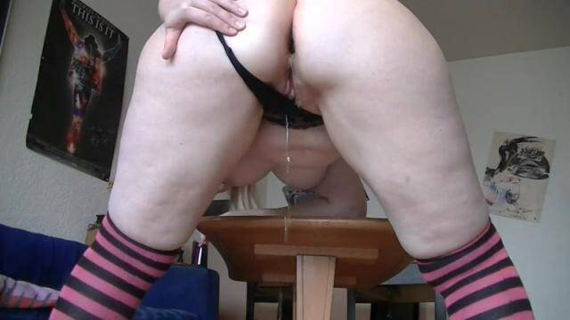 Scat Porn - Germany Girl - Pissing, then comes the mega Kackwurst - Solo Scat [FullHD, 1080p]