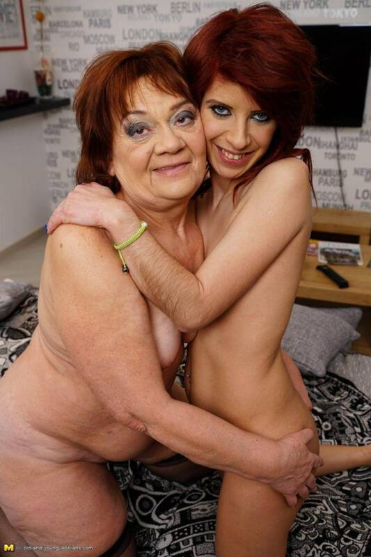 Dasha (60), Jemma K. (29) - Lesbi loves Sex! [SD, 540p] - Mature.nl/old-and-young-lesbians.com