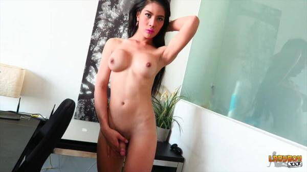 Stunning Anna Strokes Her Sexy Cock [HD 720p]
