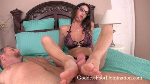 Goddess Dava - Does He Measure Up [FullHD, 1080p] [GoddessFootDomination.com] - Femdom