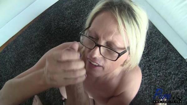 Busty blonde MILF TS Jenna Ranee sucks off a big dick [FullHD 1080p]