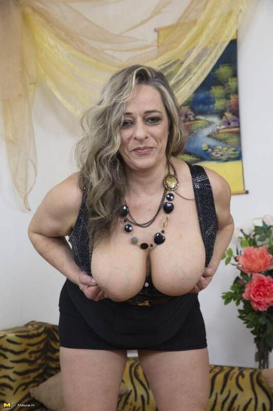 Talisah (45) - Fingering herself (Mature.nl) [SD, 540p]
