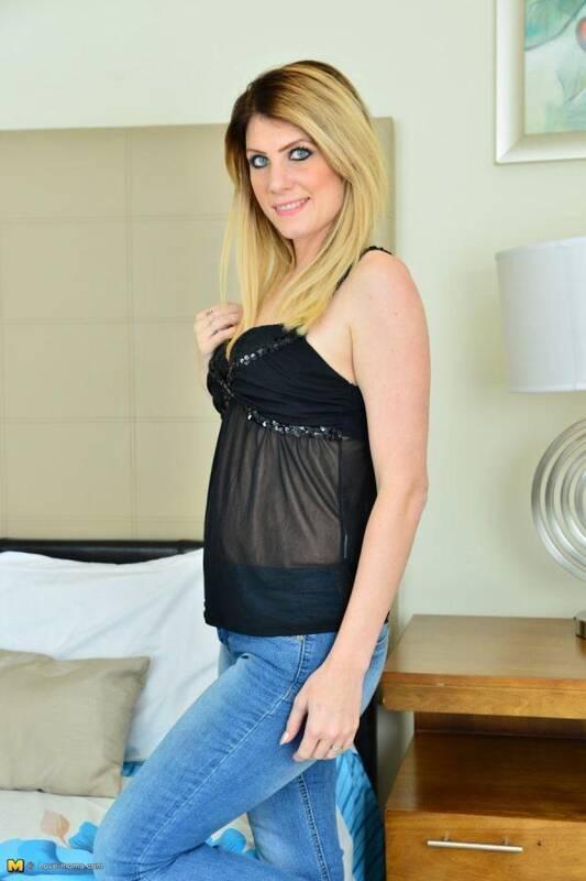 Ashleigh McKenzie (EU) (31) - Solo (Mature.nl/Love-moms.com) [SD, 540p]