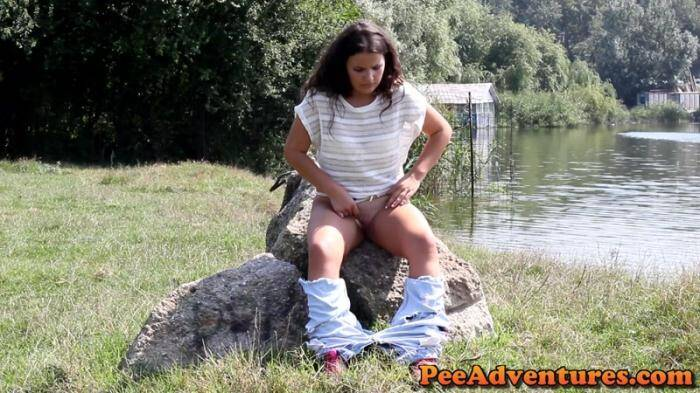 PeeAdventures.com - Trying to pee on a rock (Pissing) [FullHD, 1080p]