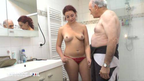 LaFRANCEaPoil.com/NudeInFRANCE.com [Sexy brunette wakes boyfriend up with blowjob] HD, 720p)